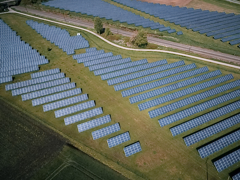 bifacial solar panels used in agricultural fields